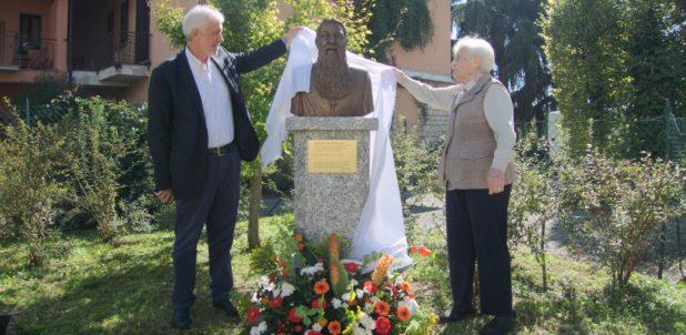 Inaugurato a Erba il busto di monsignor Aristide Pirovano